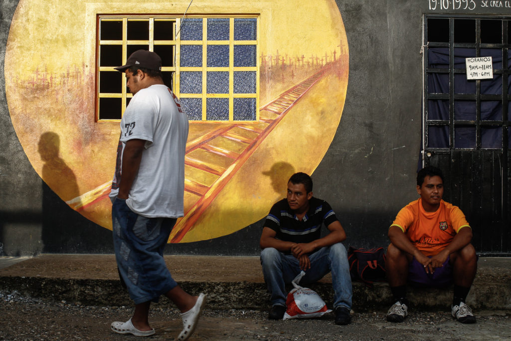 """Immigrants waits in the shelter """"La 72"""" for the train to departure."""